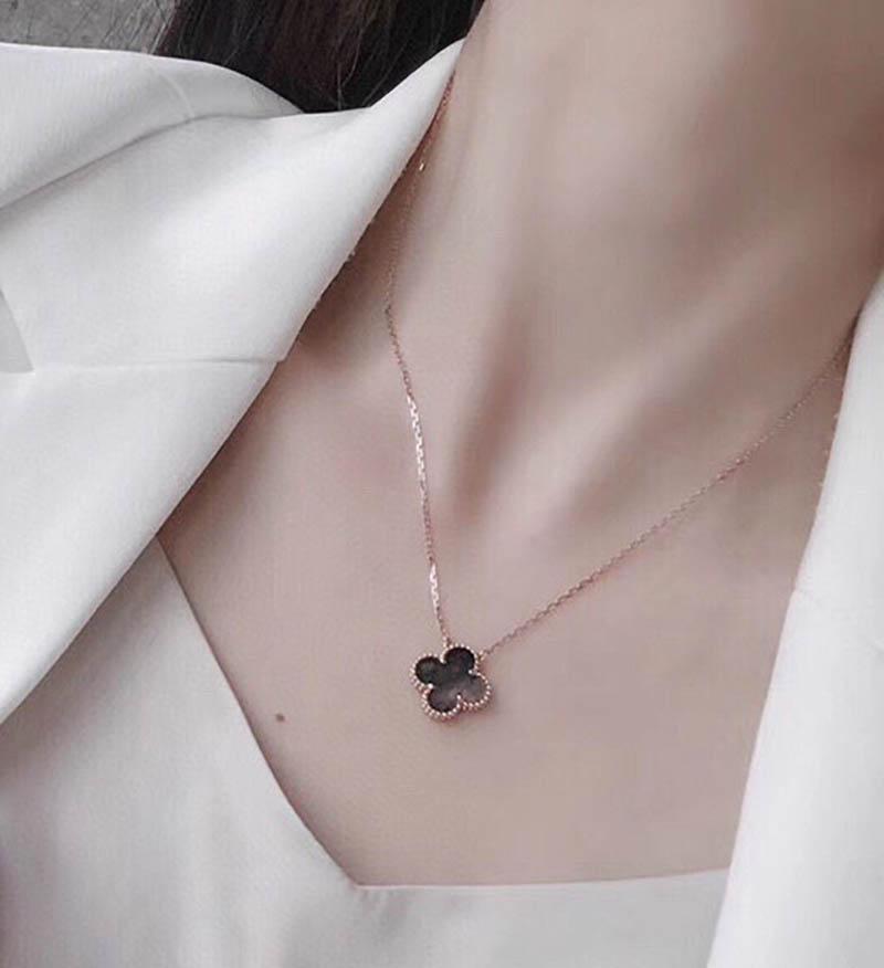 Moda Clássico 4 / Quatro Folhas Colares Colares Pingentes de Aço Inoxidável Mãe-of-Pearl Banhado 18K para Womennings Valentine's Dia das Mães Jóias-AI