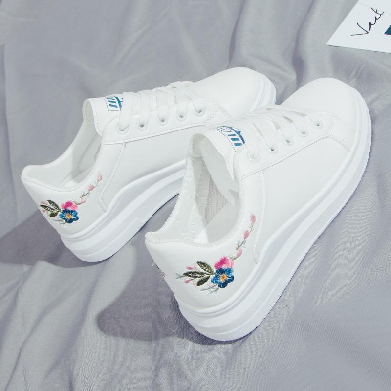 2020 Bahar Yeni Rahat Tüm Eşleşen Işlemeli Beyaz Ayakkabı Bayan Moda Düşük Üst Dantel-Up Öğrenci Kurulu Ayakkabı Bayan Ayakkabı