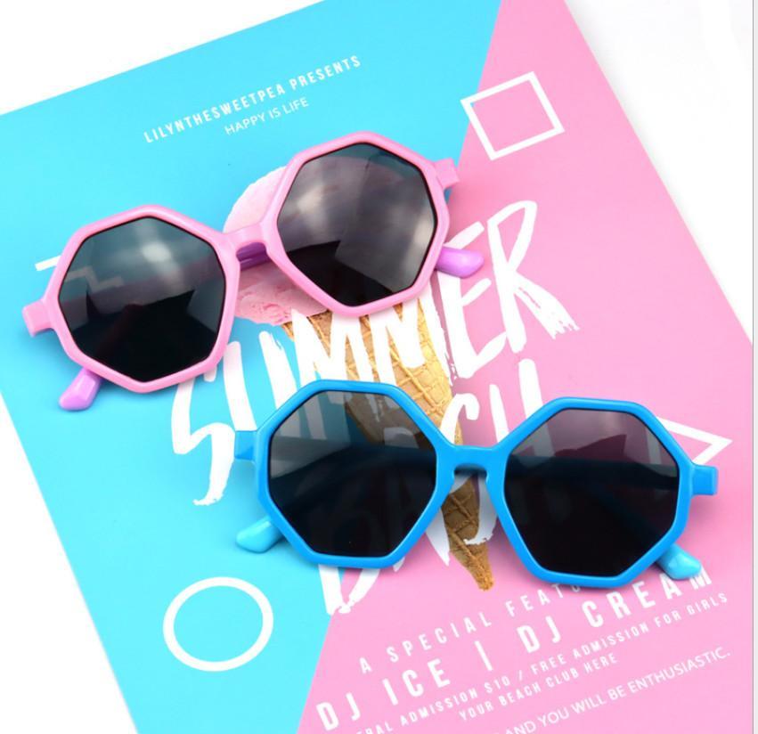 패션 키즈 폴리곤 프레임 선글라스 소년 Gilrs 패치 작업 색상 실리콘 소프트 UV 보호 편광 선글라스 어린이 비치 썬 블록 A6706