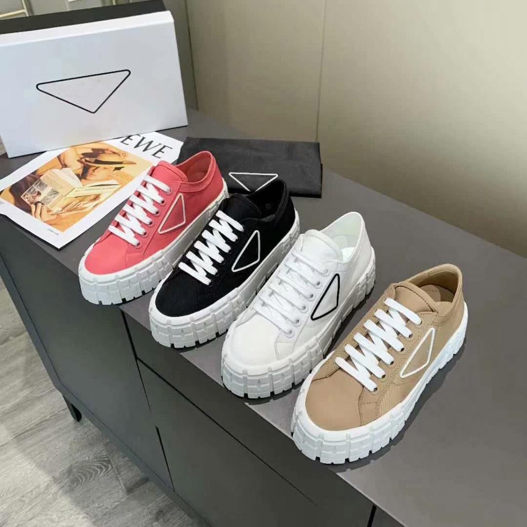 2021 المصممين الفاخرة الأحذية جودة عالية قماش عارضة الأحذية الربيع والسقوط الأزياء مريحة أعلى المنصة المرأة في الهواء الطلق مع مربع