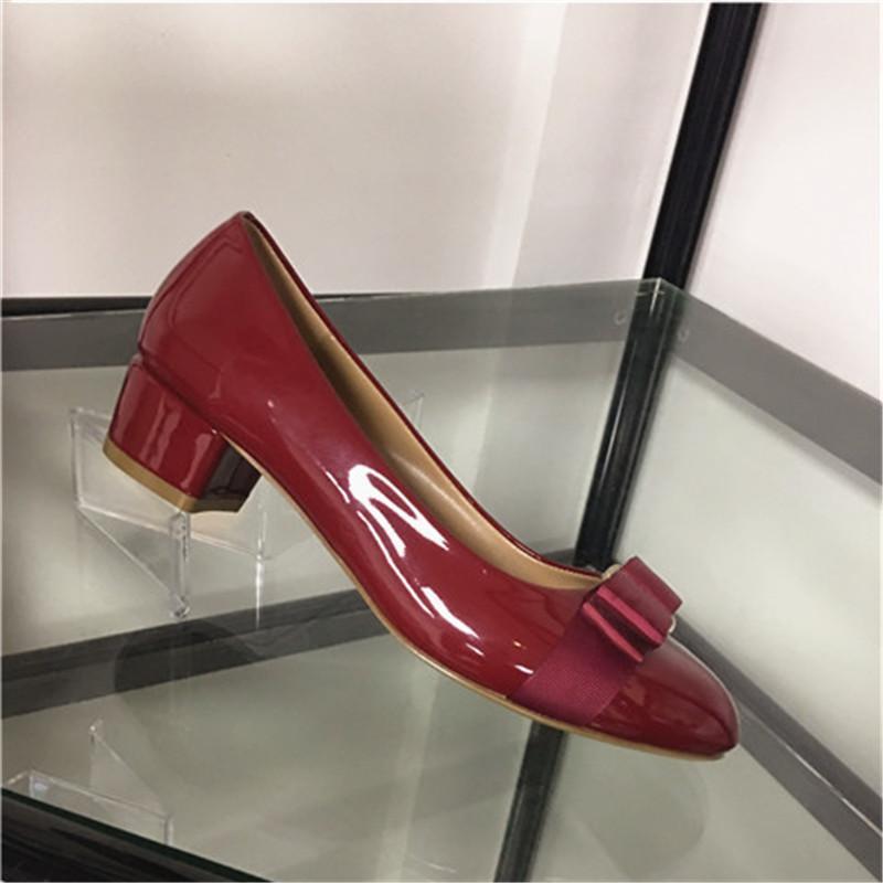 2021 탁월한 Altos Bow Shoe 두꺼운 중간 발 뒤꿈치로 퍼 패턴 워킹 신발 문학 특허 가죽 디자이너 샌들
