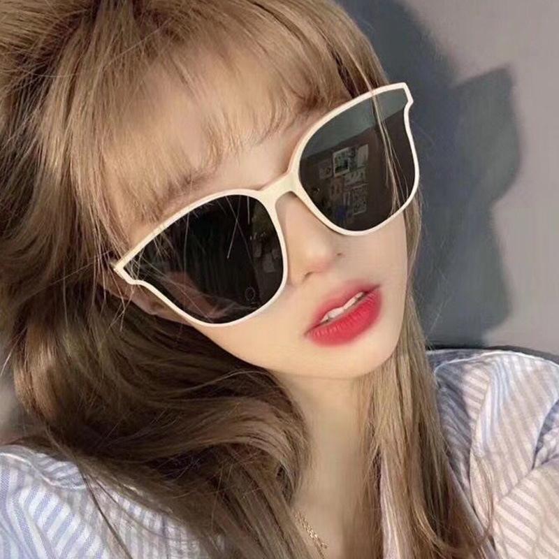 النظارات الشمسية 2021 الأزياء الرجعية جولة النساء الرجال العصرية البلاستيك الإطار الكلاسيكية العلامة التجارية تصميم للجنسين UV400