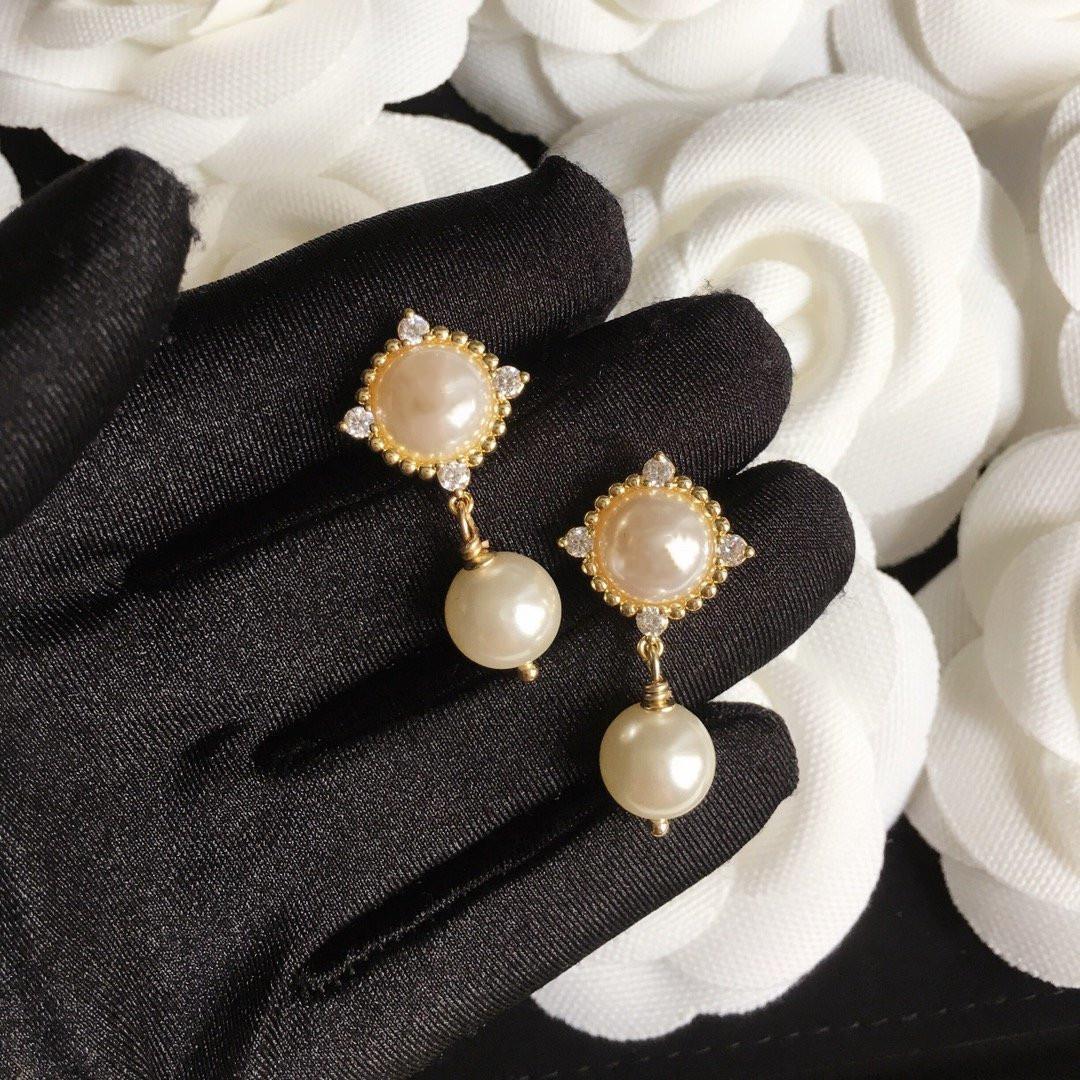 925 الفضة إبرة أقراط أنماط مختلفة من أقراط للمرأة جودة عالية الزركون لامعة النحاس بيرل أقراط الأزياء والمجوهرات العرض