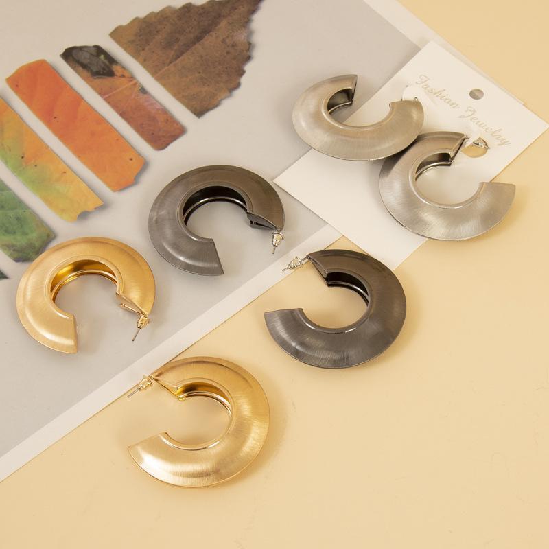 Minimalist Fashion Golden Vintage Metal Irregular Large Circle Geometric C-Shaped Earrings For Women Girl Wedding Party Jewelry Hoop & Huggie