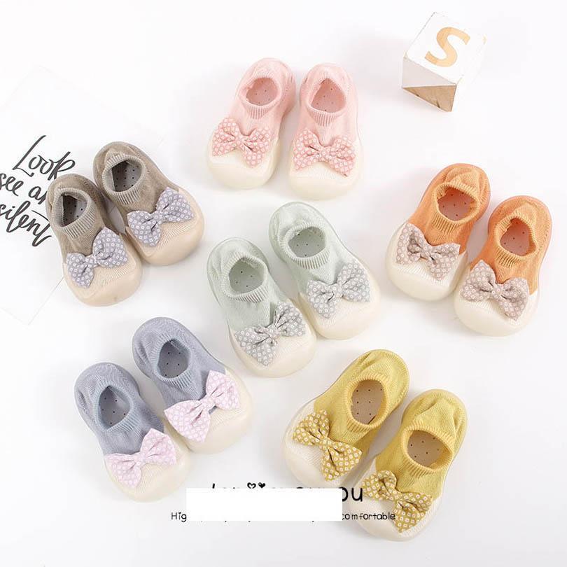 طفل أول ووكر أحذية طفل الأخفاف الناعمة الفتيات الجوارب ربيع الخريف الأطفال النقاط القوس القوس حديث الوليد الأحذية B6477
