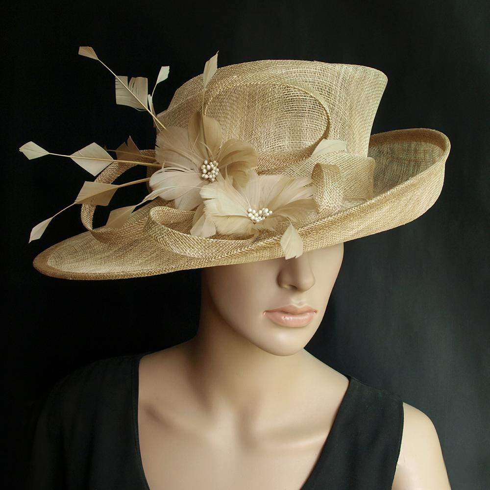 Ampio cappello convenzionale del vestito del cappello del cappello del cappello di Sinamay del beige con il fiore della piuma per il Kentucky Derby, il matrimonio, la festa.