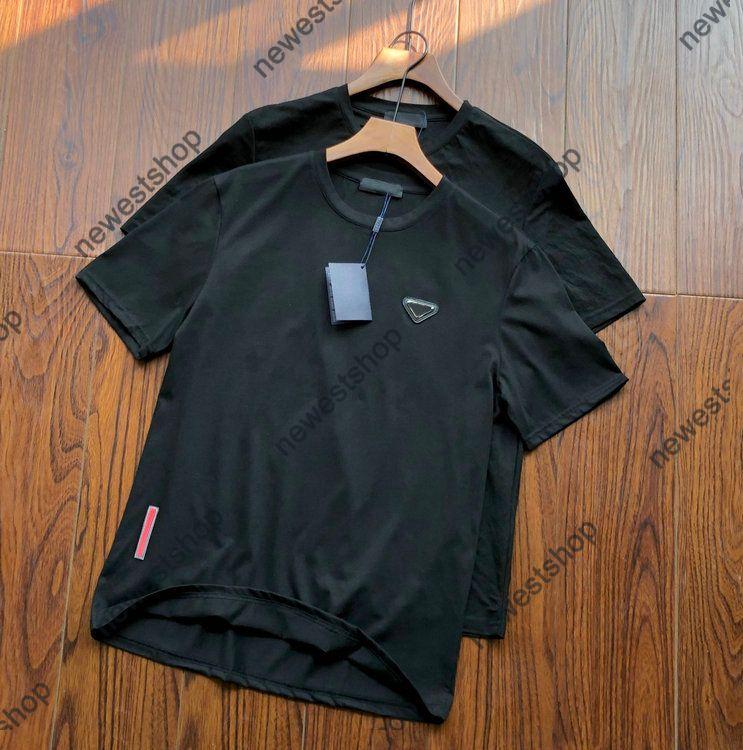 2021 Europa Hombre letra Impresión Tshirts Fashion Metal Logo T Shirt Diseñador Ropa para mujer Tshirt Casual Unsex Tops de algodón Tee