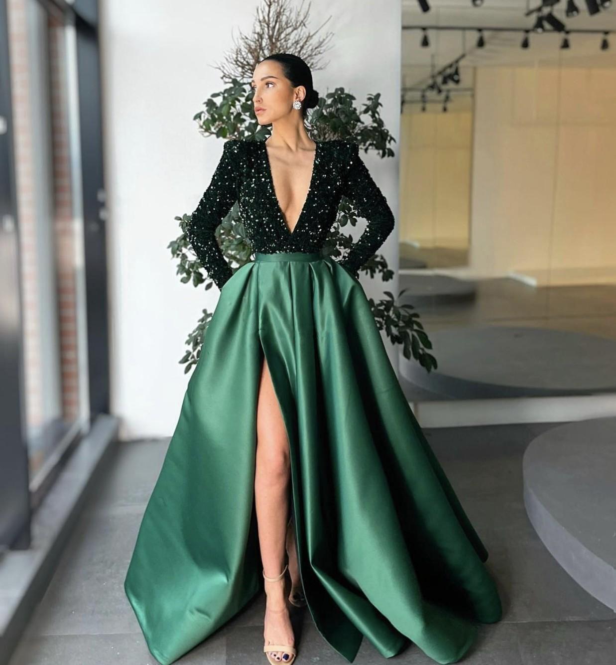 2021 robes de soirée élégantes vert foncé avec manches longues Dubaï paillettes arabes Satin robe de bal robe de soirée robe Deep V-cou haute scission