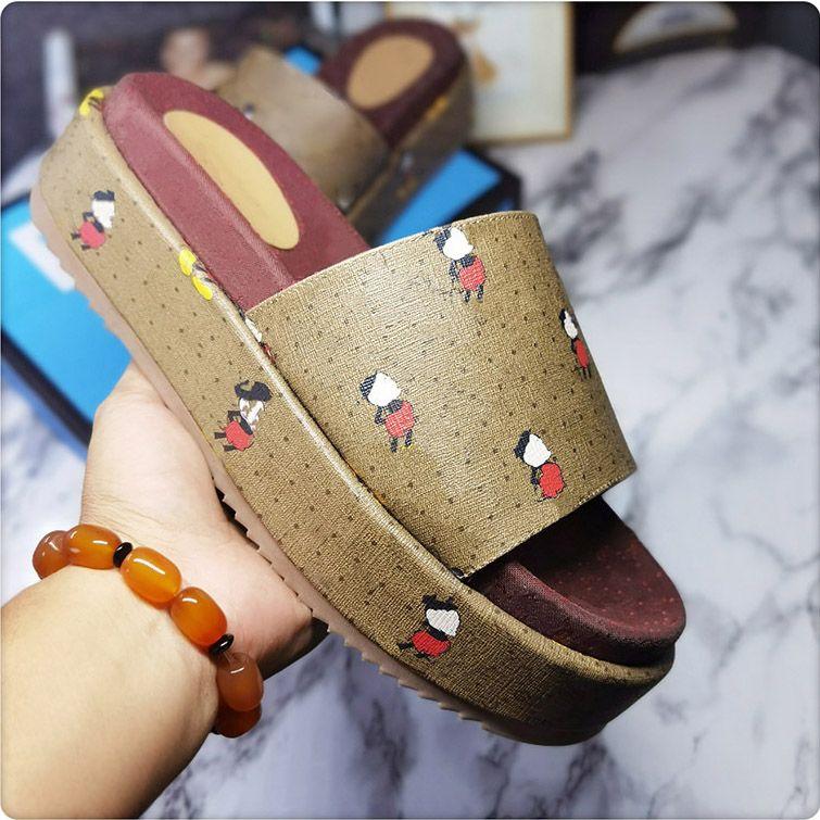 Uomo Pantofole di fondo spesso Donne Donne Designer Fashion Slides Flip Flops Luxurys Sandali da donna di alta qualità Sandali di manzo Suola del tendine di manzo Sildi per uomo con scatola della scatola 35-46