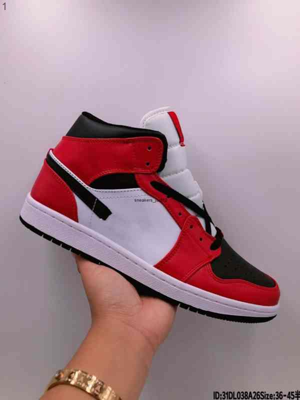 2021 new Jumpman 1 1S Mens Basketball Chaussures Obsidian Unc Crr Travis Scotts Turbo Vert Chicago Sports Baskets Sneakers Taille 36-45