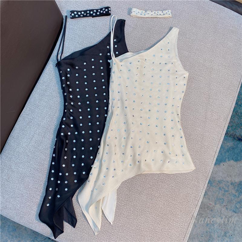 여성 블라우스 셔츠 여름 섹시한 탑 웨터 민소매 웨임스 여성 2021 INS 디자인 불규칙한 어깨 스트랩 라인 석 경사 새틴 셔츠