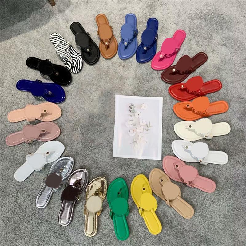 2021 Pantofole da donna Vera pelle Sandali in pelle Summer Beach Buttons Slides Lady Flat Flops Flops Hollow Letter Doppio Fibbia Slipper con scatola 35-42