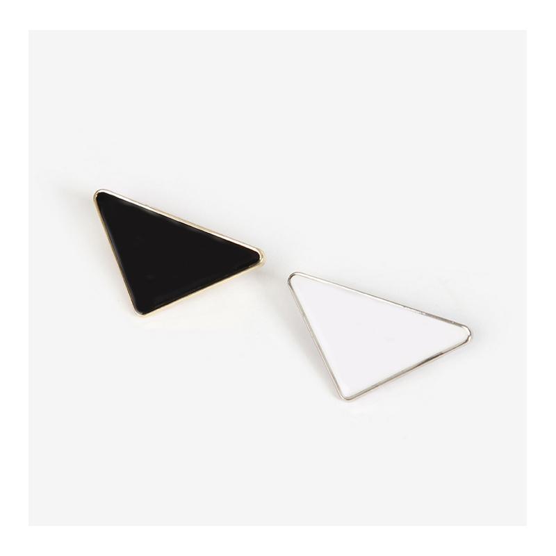 금속 삼각형 삼각형 핀 여자 여자 블랙 브로치 정장 편지 브로치 화이트 옷깃 액세서리 쥬얼리 패션 NNGRL