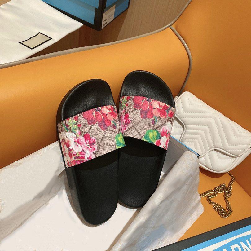 Erkek Bayan Yaz Sandalet Plaj Slayt Ev Terlik Bayanlar Düz Sürgü Trendy Ayakkabı Baskı Deri Kauçuk Çiçekler Arı Ok Çilek