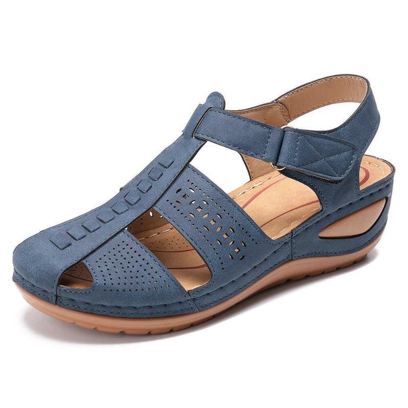 الصنادل المرأة الصيف 2021 دعوى خارج إسفين الأحذية البيج الكعوب منخفضة الفتيات متوسطة الأزياء شاطئ عارضة