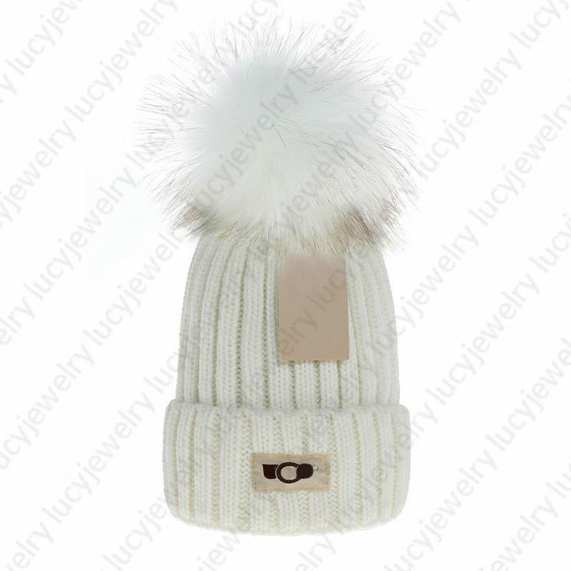 Diseñador Skull Caps Fashion Faux Peur Pom Beanie transpirable Sombrero cálido para hombre Mujer 7 Color Top Calidad