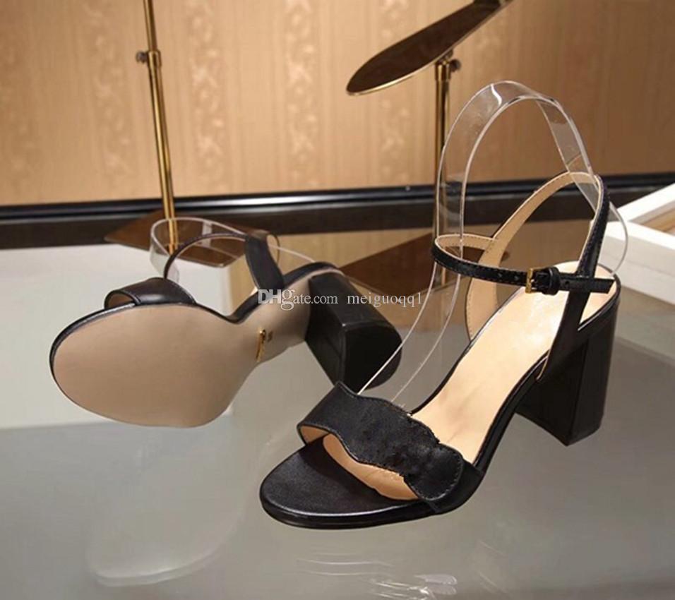 2021 الصنادل براءة اختراع الجلود مثيرة الكعب المرأة مصمم فريد من فريد من فروب القدمين أحذية الزفاف أحذية الزفاف مثير الأحذية الأبجدية كعب صندل 8CM 8CM 34-41