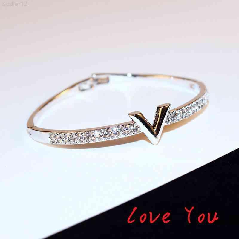 Hard Bracelet Luxury Zircon bangle Letter V Bracelets Ladies Party Exquisite Jewelry Clothing Accessories bangles
