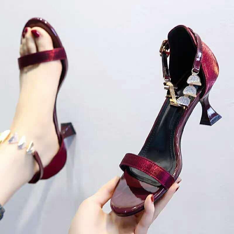 Kadın Ayakkabı Yüksek Topuklu Sandalet Pompalar 2021 Yüksek Topuklu Metal Dekorasyon Yaz Ayakkabı Elbise