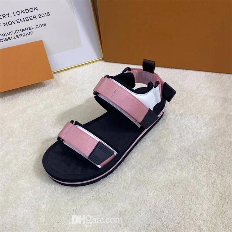 En kaliteli erkek kadın terlik tasarımcı sandalet lüks ayakkabı yaz plaj açık serin terlik moda geniş lady ev slayt düz çevirme kutusu ile