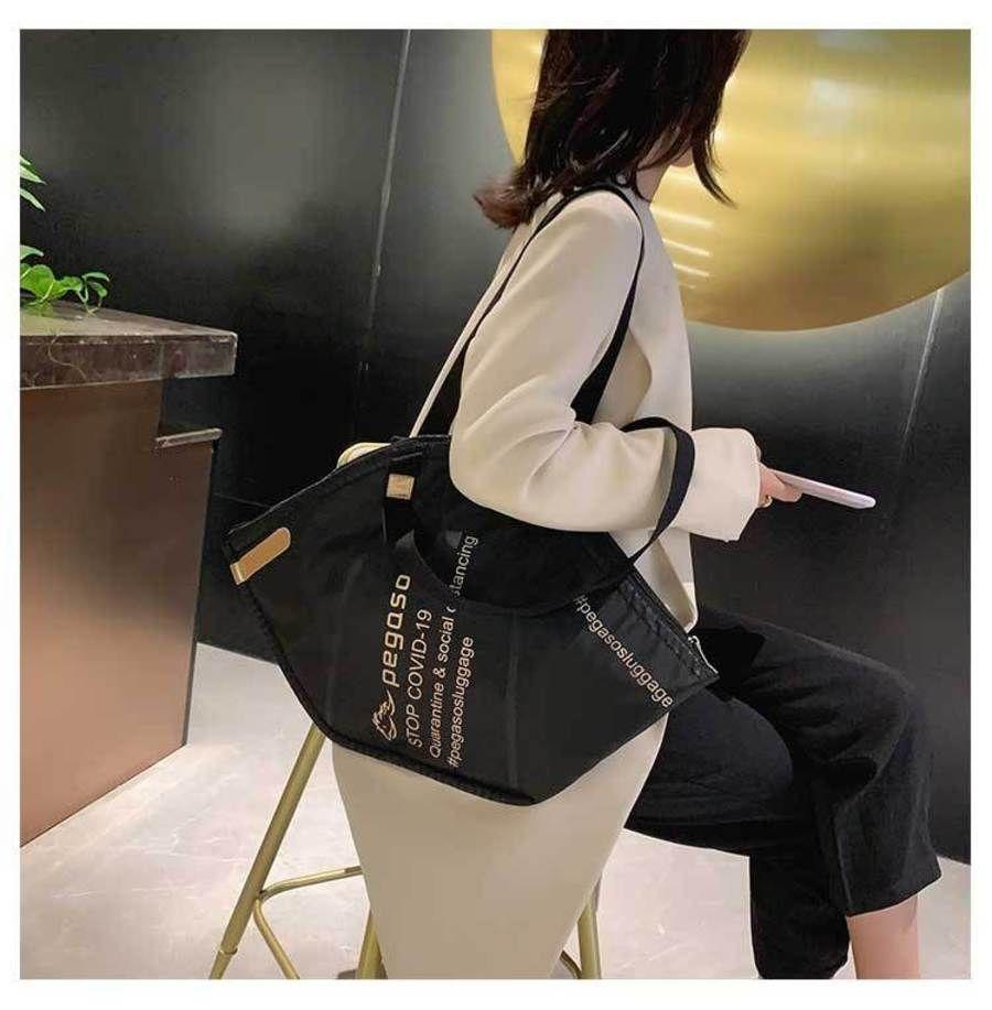 Máscara Bag Tailândia Mulheres 2021 Designer Apoio Criativo Grande Capacidade Uma Ombro Nylon Moda Portable Shopping LA58