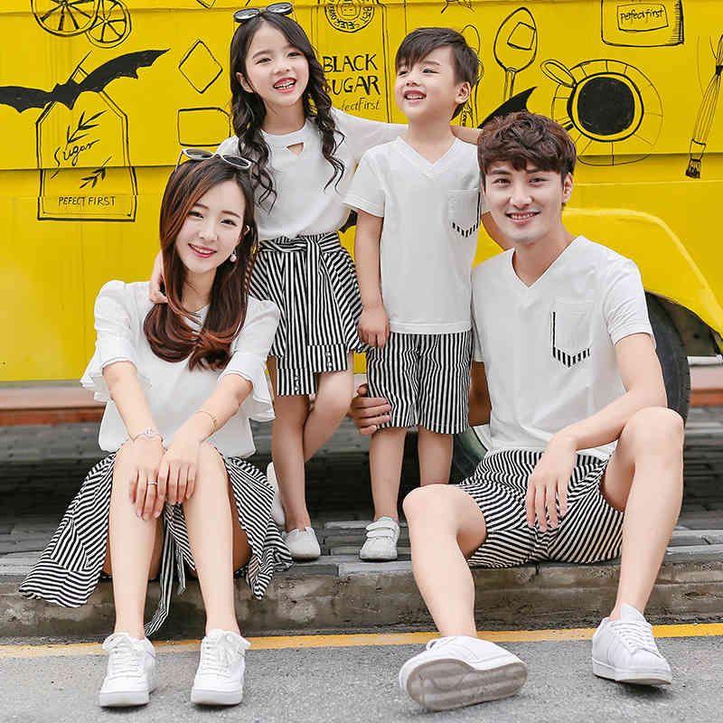 Familia combinando trajes de verano papá hijo t-shirt + shorts sets 2pcs trajes madre niñas camiseta + falda corta vacaciones ropa de playa