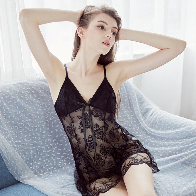 Fronte sexy in maglia trasparente in pelle di gonna