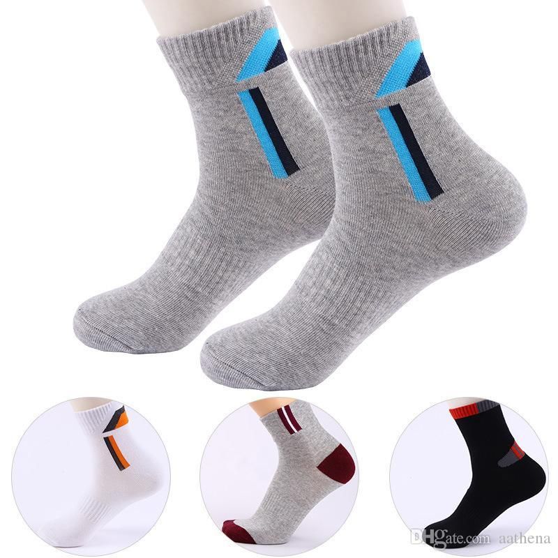 Chaussettes de sport à taille moyenne de coton pour hommes chaussettes d'escalade en plein air Chaussettes de basketball Basketball Chaussettes Black Automne et Hiver Modèles