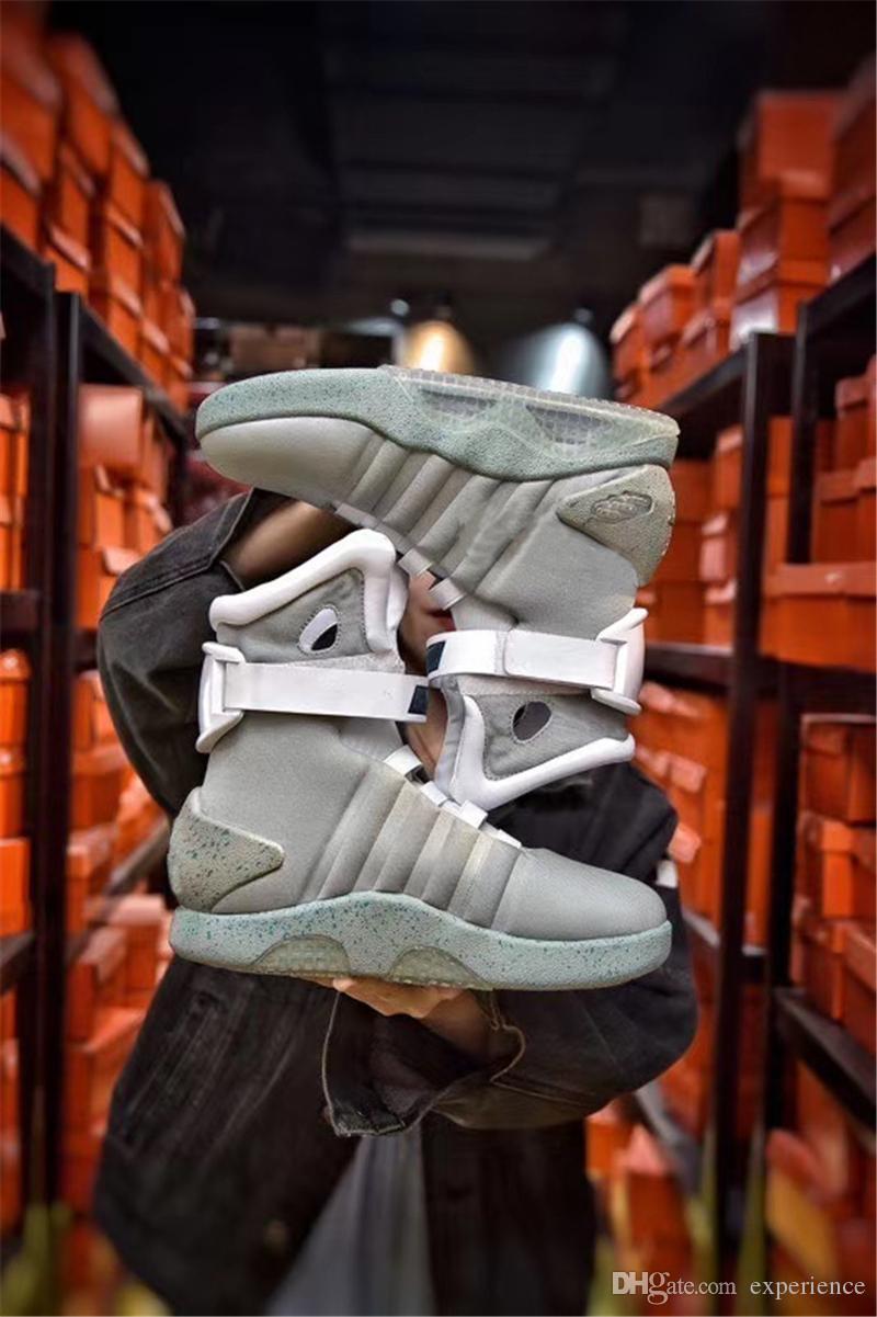 맨 위로 정통 신발 미래로 돌아 가기 패션 스니커즈 망 스포츠 LED 조명 오리지널 상자와 야외 트레이너