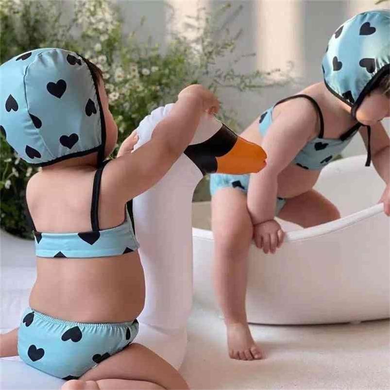 الرضع أطفال لطيف القلب الطباعة ملابس 3 قطع مجموعات طفل الفتيات عارضة سبا بيتش عطلة المايوه 210708