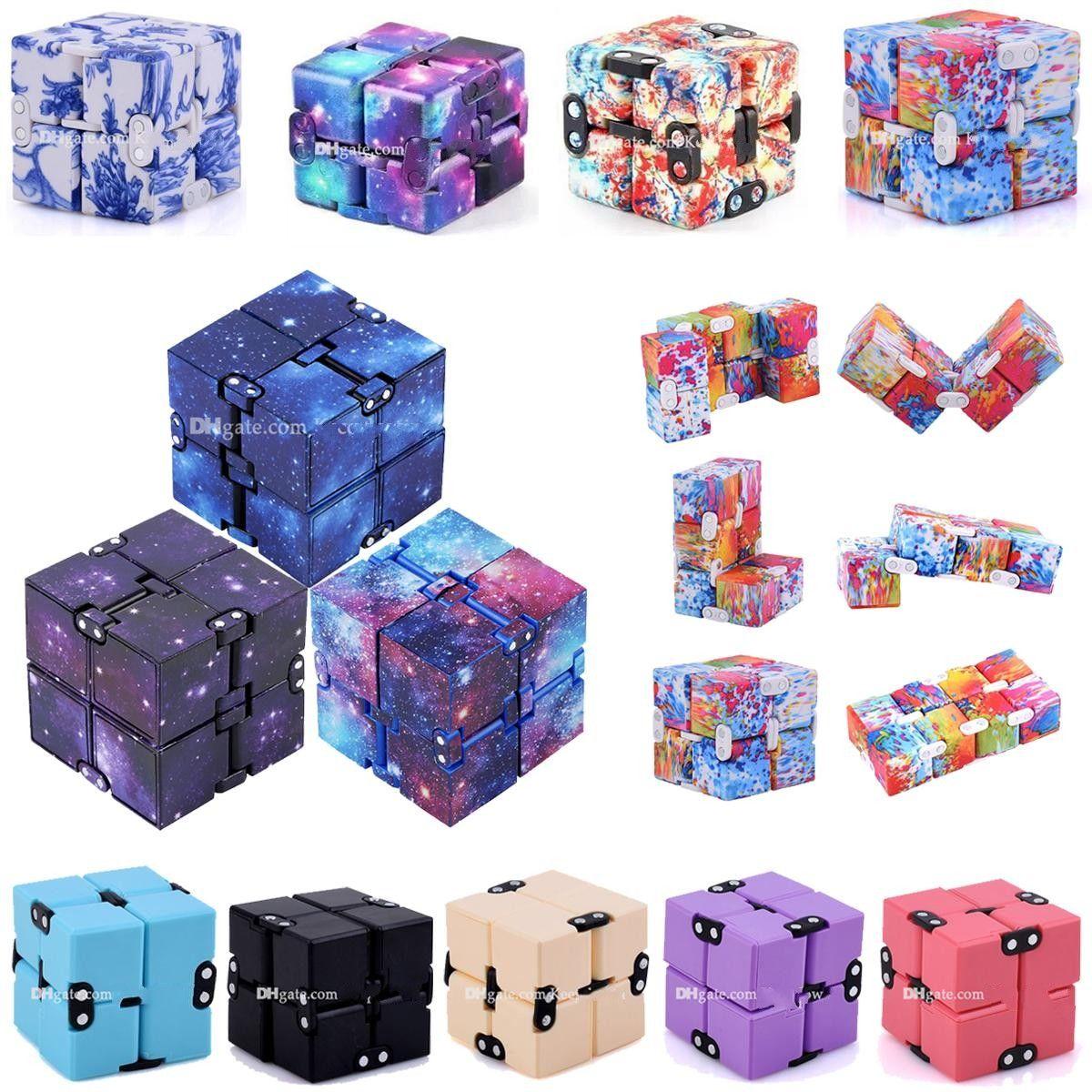 DHL Barco Tiktok Infinity Halloween Christmas Magic Cube Cielo creativo Fidget Antistress Toys Office Flip Puzzle Mini Blocks Decompresión Divertido Juguete