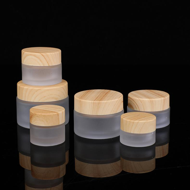 5 10 15 30 50 g / ml de conteneurs rechargeables vides avec des capuchons à vis à grain en bois et des couvercles internes, bocaux en verre rond pour lotions de corps cosmétiques
