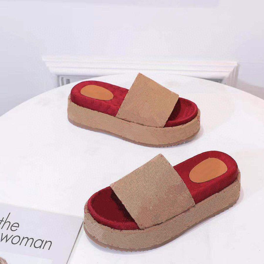 Femmes classiques Sandal Sandal Lady Slipper Strawberry Beach d'épais Chaussures de bas de la plate-forme Plate-forme Alphabet Cuir High Talons Chaussons 5CM XX-0032