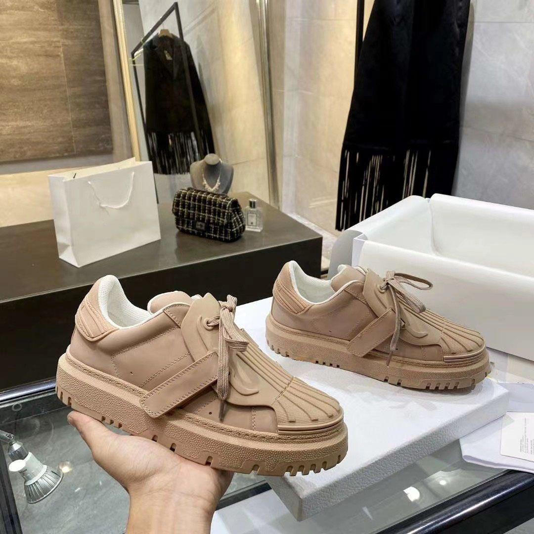 2021 Femmes classiques chaussures de toile d'épaisseur Samed Augmenter Appartement Alphabet Alphabet Baskets Casual Basques de basse Top Top Respirant Formateurs de bas oblique avec boîte
