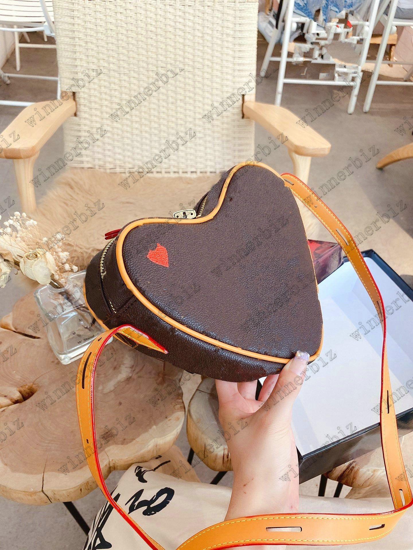 Игра На Coeur Mini Bag Red Heart M57456 Сумки Luxurys Дизайнеры Старинные Мессенджеры Сумки через плечо Кожаная Tote