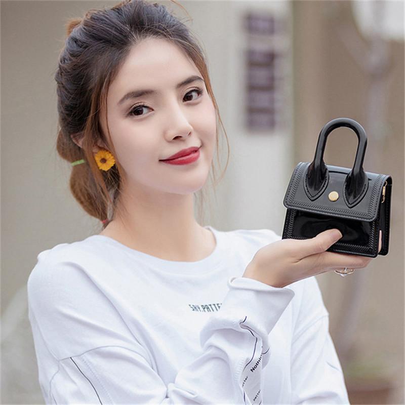 2021 جودة عالية أحدث الماس المرأة حقيبة الكتف الصيف اللون الإبط المحافظ أزياء سيدة مصممين الفمز العلامة التجارية حقائب بلينغ نايلون لامعة حقيبة C7