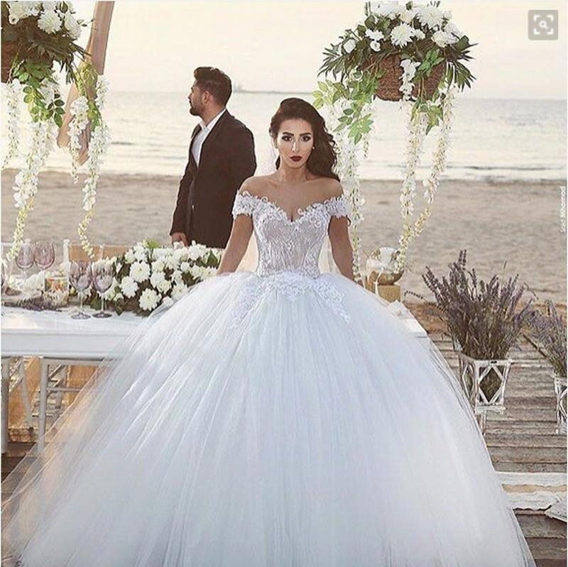 Discount Vintage Ball Gown Wedding Dresses Off The Shoulder Lace Tulle Ball Plus Size Bridal Gowns Floor Length Garden Wedding Gowns Buy Dresses Online Debenhams Wedding Dresses From Blissbridal 154 41 Dhgate Com