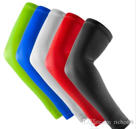 Nueva marca de un par de baloncesto deportivo almohadillas de brazo codo de seguridad almohadillas de brazo de color sólido soporte de la pantorrilla mangas del brazo protector de deporte