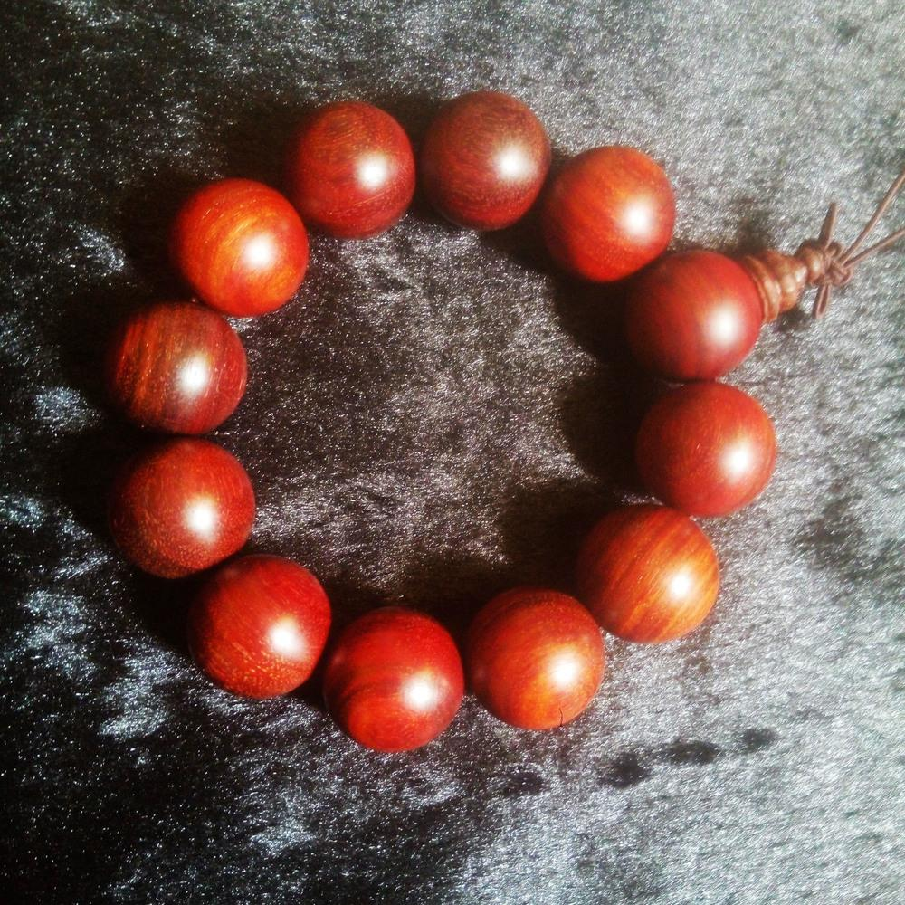 Wood rhyme boutique wholesale 2.01.81.51.0 blood sandalwood bracelets rosary beads factory direct a generation of fat