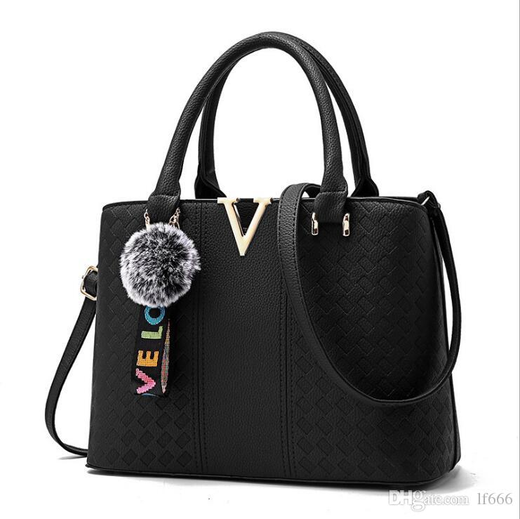 2017 new sweet lady fashion shoulder bag handbag.7 color. High grade PU. V metal sheet.