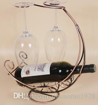 1 PC 4 Cores Nova cremalheira do vinho de Ferro Corsair pendurado copo titular do vinho artes criativas e artesanato ornamentos venda quente A2081