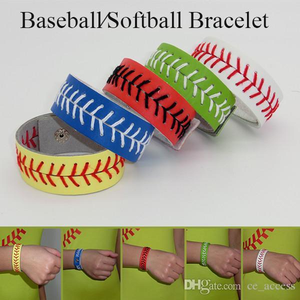 El yapımı voleybol / beyzbol bilekliği. Topları dantel ve deriden tamamen yapılmıştır.
