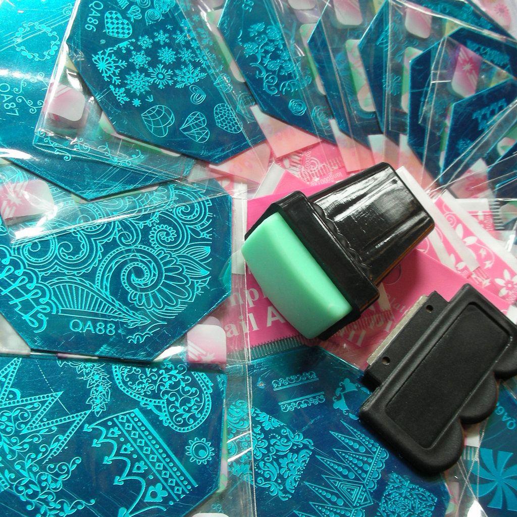 33x Nail Stamping Stempelplatte Full Design Image Disc Schablonen Transferpolitur Druckvorlage + XL Rechteckstempelschaber als KOSTENLOSES GESCHENK