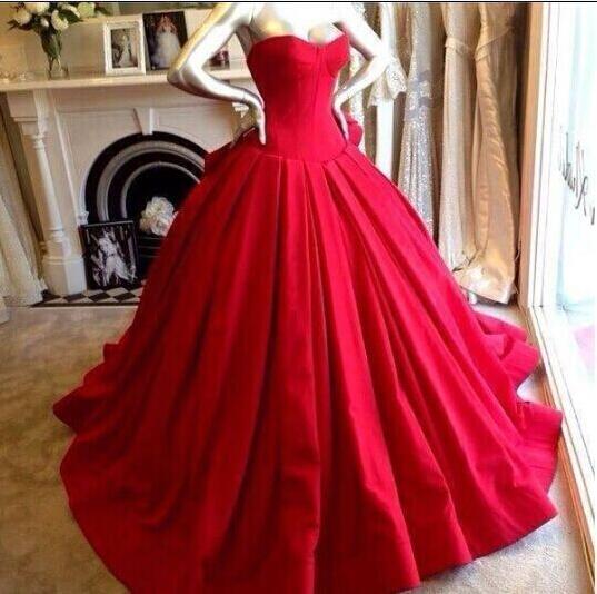 Custom Made Red Black Ball Suknie Ślubne Suknie Ślubne Sexy Corset Sweetheart Plised Satin Court Train Red Dywan Sukienki wieczorowe Suknie