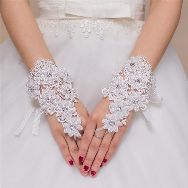 Luxury Pearls Vintage Lace Ivory Bridal Gloves Lace-up Short Wrist Length Fingerless Wedding Gloves Hand Made Bridal Accessories Cheap