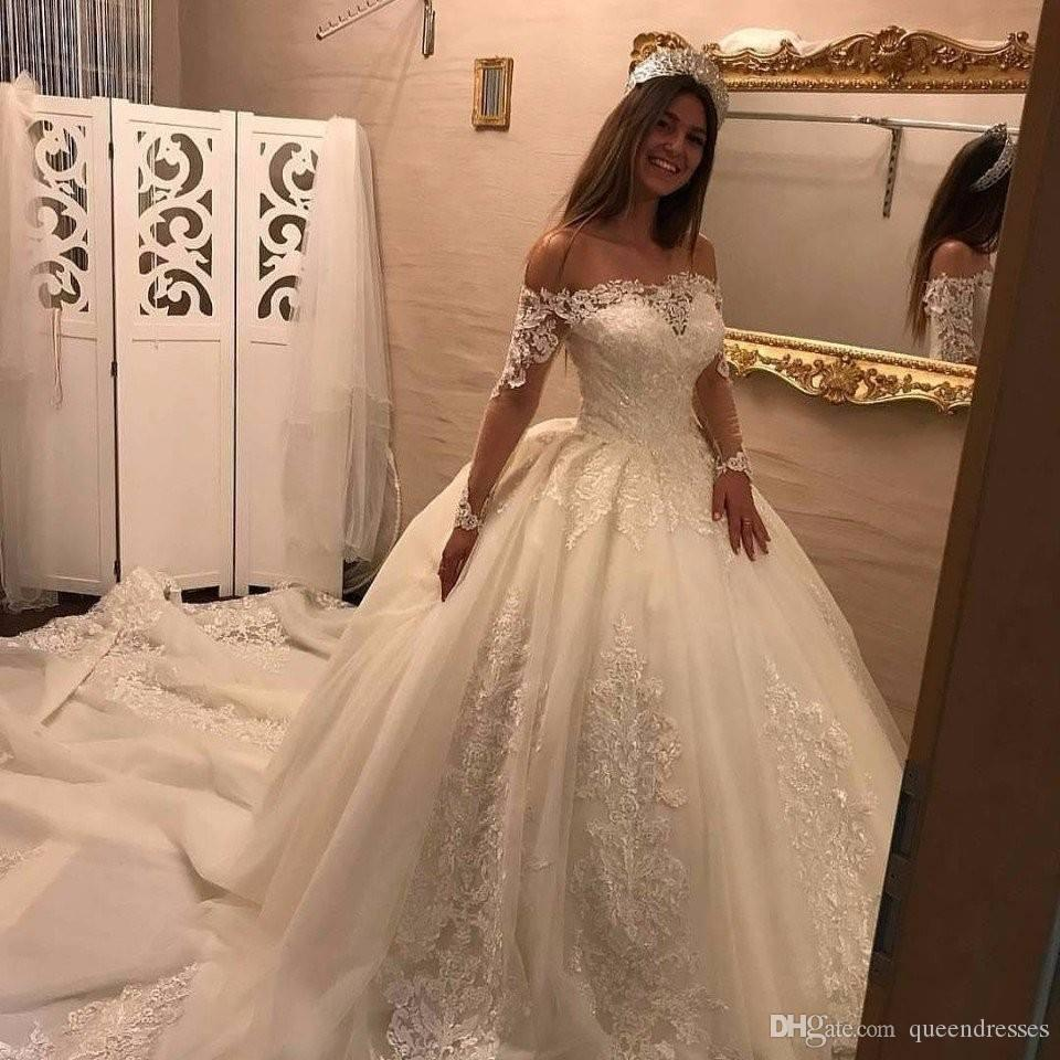 Großhandel Luxus Long Sleeve Brautkleider White Lace Ballkleid Brautkleider  Off Shoulder Organza Long Kapelle Zug Frauen Brautkleider Von