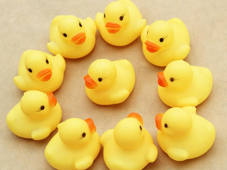 뜨거운 판매 20pcs / lot 4x4cm 귀여운 아기 소녀 소년 목욕 입욕 클래식 장난감 고무 레이스 삐죽 오리 노란색