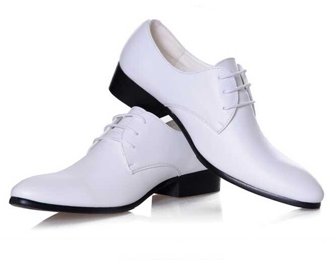 Nuovo arrivo classico britannico scarpe da uomo in pelle lucidata a punta scarpe da sposa bianco e nero S51