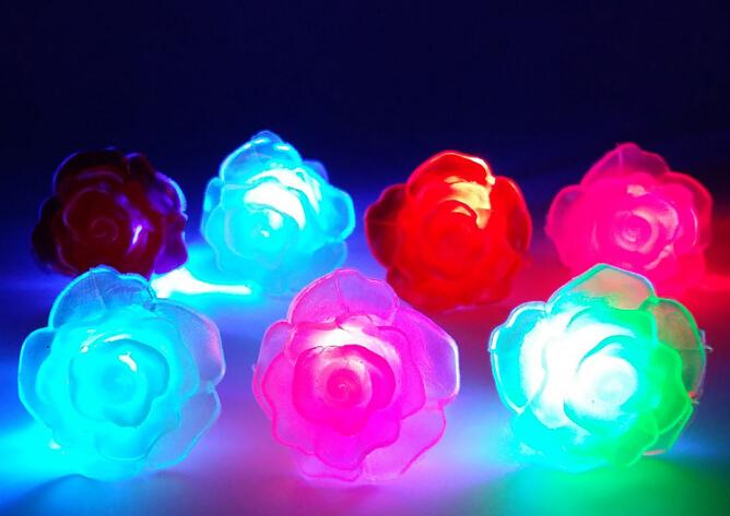 Navio livre 50 pcs Led Light Up Piscando Macio Rose Flor Bolha Elastic Anel Rave Festa Piscando Luzes Do Dedo Macio