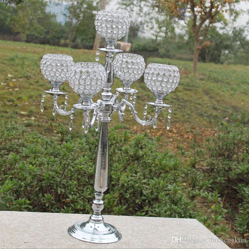 Hoogst beoordeeld 76 cm hoogte 5-armen metalen kandelaars met kristallen pendats, glanzende zilveren finish bruiloft kandelaar